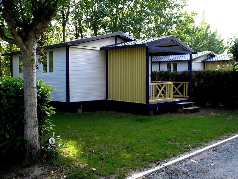 Location chalet 2 chambres vend e camping avec piscine for Camping le jardin du marais
