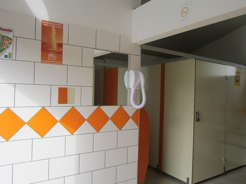 Bloc sanitaires piscine