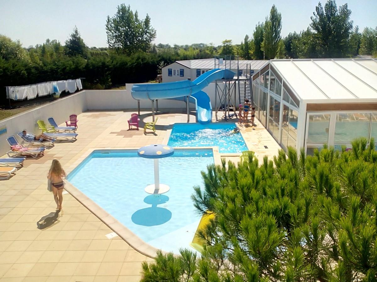 Camping en ardeche avec piscine et toboggan piscine et for Camping aurillac avec piscine