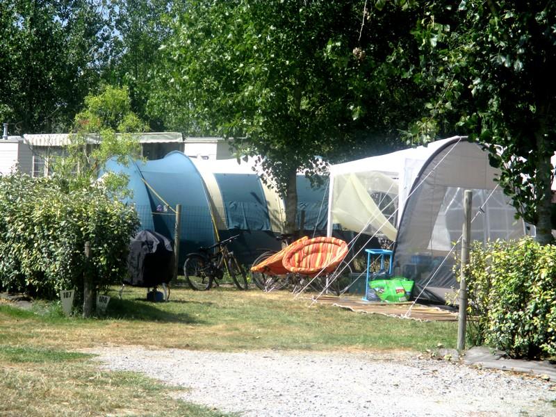 Large pitch rental vendee france 4 stars campsite saint for Camping le jardin du marais