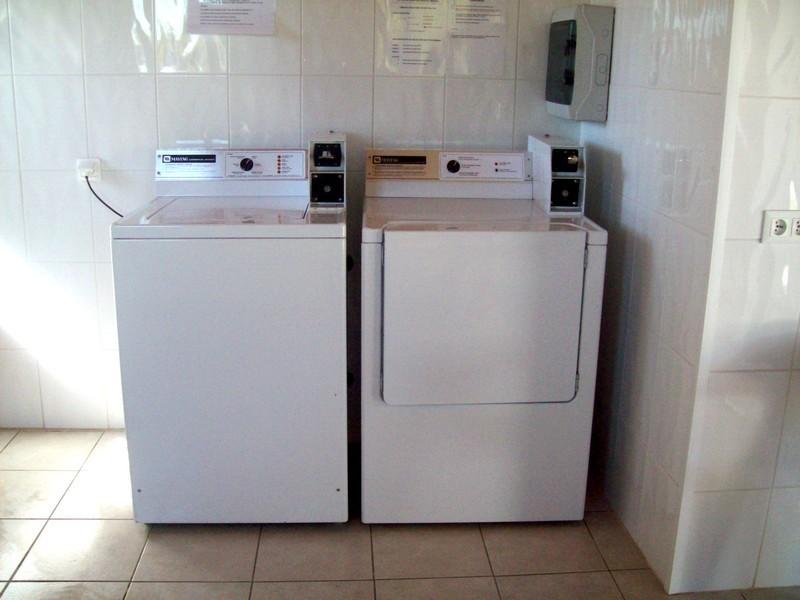 Lave-linge et sèche-linge à jetons