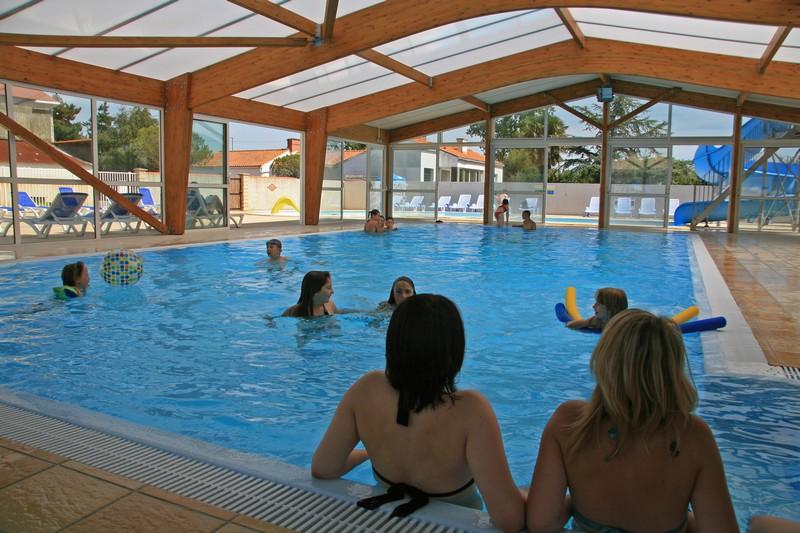 camping vendée piscine couverte